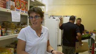 Une des bénévole de l'épicerie solidaire. (FRANCE 2)