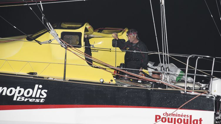 Le skipper suisse Bernard Stamm à son arrivée au Brésil, le 24 novembre 2013. (JEAN MARIE LIOT / AFP)