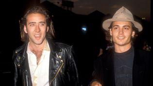 """Nicolas Cage et Johnny Depp en 1988 à la première du documentaire dePenelope Spheeris """"Decline of Western Civilization Part 2:: The Metal Years"""". (BARRY KING / WIREIMAGE)"""