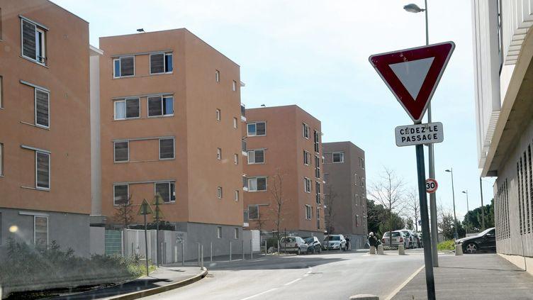 Le quartier de la Devèze à Bézier (Hérault) où a été interpellée, dans la nuit du samedi 3 au dicmanche 4 mars 2021, une jeune fille de 18 ans soupçonnée d'avoir voulu commettre un attentat. (PIERRE SALIBA / MAXPPP)