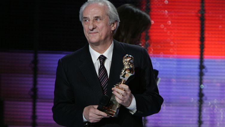 L'acteur Michel Aumont obtient le Molière du spectacle seul en scène, le 14 mai 2007, au Théâtre de Paris. (PIERRE VERDY / AFP)