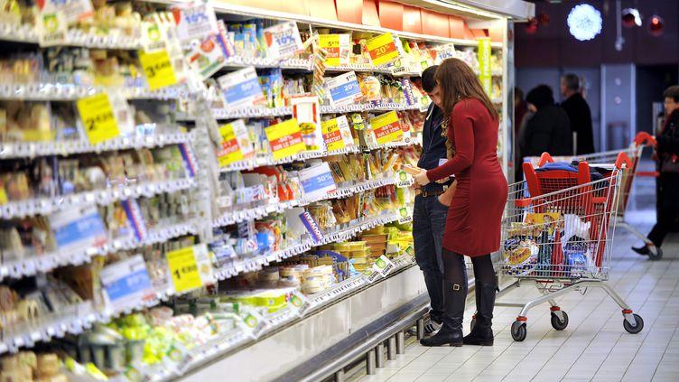 Un rapport de la Cour des comptes est particulièrement alarmiste sur les contrôles sanitaires concernant les produits alimentaires premiers prix. (ALAIN LE BOT / PHOTONONSTOP / AFP)