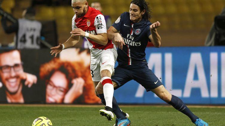 Layvin Kurzawa au duel avec Edinson Cavani lors de Monaco-PSG (saison 2014-2015). (PHILIPPE LAURENSON / BLUEPIX)