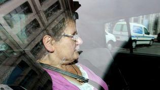 Accusée d'un octuple infanticide, Dominique Cottrez arrive au palais de justice de Douai (Nord)pour être présentée à une juge d'instruction, le 13 juillet 2011. (MAXPPP)