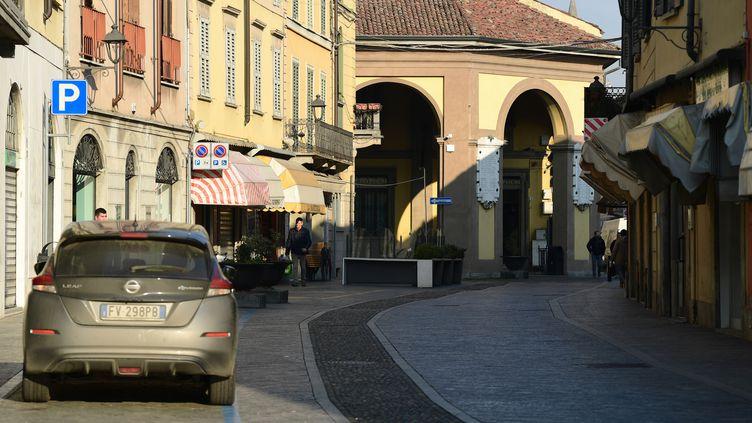Une rue à Codogno, au sud-est de Milan, en Italie, le 22 février 2020, où un Italien est devenu le premier Européen à mourir après avoir été infecté par le coronavirus, le 21 février. (MIGUEL MEDINA / AFP)