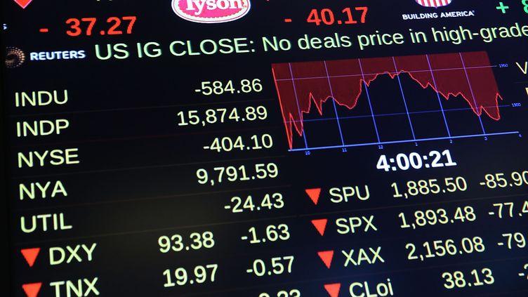 Un écran à la Bourse de New York le 24 août 2015. (SPENCER PLATT / GETTY IMAGES NORTH AMERICA)