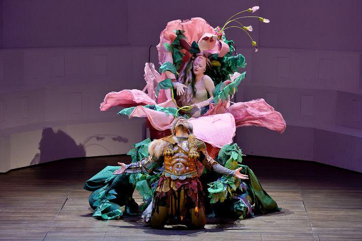 """""""Ercole Amante"""" à l'Opéra comique : Vénus (Giulia Semanzato) et Hercule (Nahuel Di Pierro). (STEFAN BRION)"""