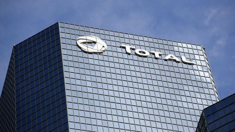 Les bureaux de Total à la Défense à Paris, le 15 septembre 2015. (BERTRAND GUAY / AFP)