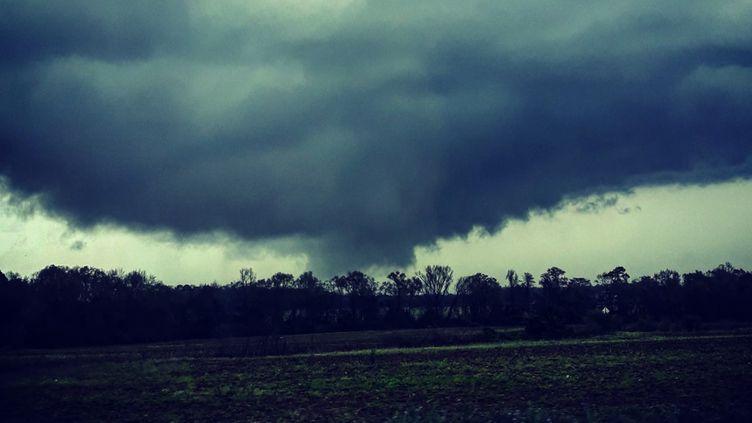Une photo d'une tornade soufflant sur l'Alabama (sud-est des Etats-Unis), le 3 mars 2018. (JUSTIN MERRITT / INSTAGRAM / AFP)