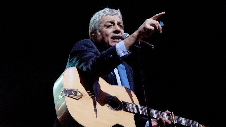 Le chanteur Enrico Macias en concert à Paris, à l'Olympia, le 13 janvier 2014. (PAUL CHARBIT / CITIZENSIDE.COM / AFP)