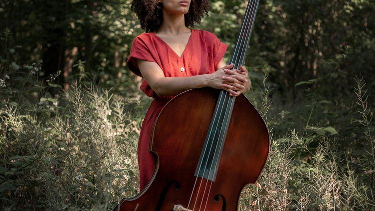 La contrebassiste et chanteuse Sélène Saint-Aimé en 2020. (NIKOLA CINDRIC)