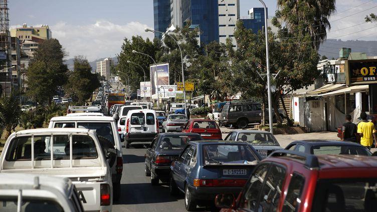 Un embouteillage dans une rue congestionnée d'Addis Abeba (la capitale),en Ethiopie, le 31 décembre 2007. (JOSE CENDON / AFP)