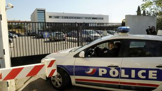 Perquisition à la BAC Nord de Marseille (Bouches-du-Rhône), le 2 octobre 2010. (MAXPPP)