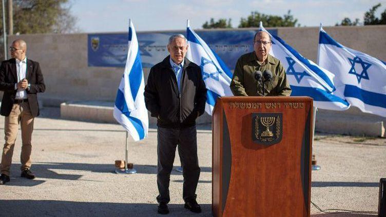 Le Premier ministre isaélien Benjamin Netanyahu et son ministre de la Défense, Moshé Yaalon. (EMIL SALMAN / POOL / AFP)