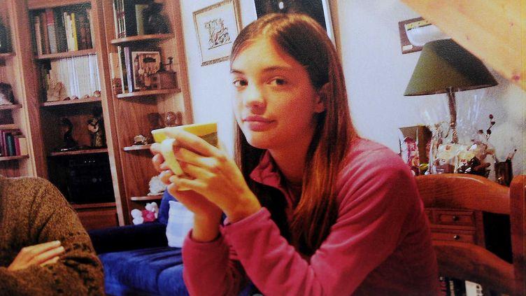 Reproduction d'une photo de Laëtitia Perrais affichée le 24 janvier 2011devant le domicile de sa famille d'accueil, à Pornic (Loire-Atlantique). (SIPA)