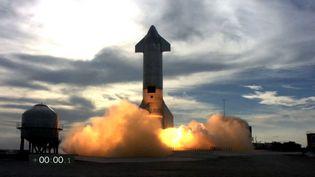 Le décollage de la fusée Starship de SpaceX, à Brownsville, au Texas (Etats-Unis), le 3 mars 2021. (JOSE ROMERO / SPACEX / AFP)