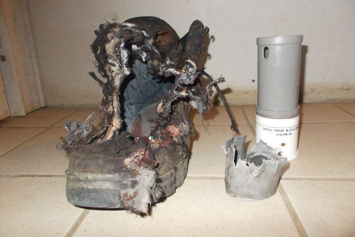 La chaussure de Robin Pagès après l'explosion d'une grenade GLI-F4, en août 2017. (ROBIN PAGES)