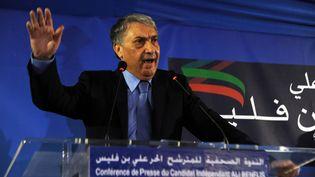 Ali Benflis, candidat à l'élection présidentielle algérienne, le 15 avril 2014 lors d'une conférence de presse à Alger. (FAROUK BATICHE / AFP)