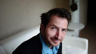 Edouard Baer le touche-à-tout revient au théâtre dans une comédie romantique  (FRED DUFOUR / AFP)