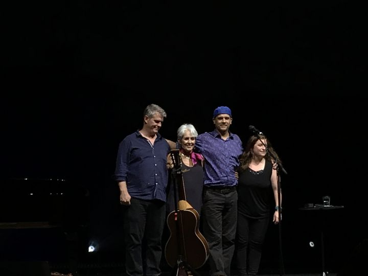 Dirk Powell, Joan Baez, Gabriel Harris, et Grace Stumberg à Vienne le 21 juillet 2019 (Jean-François Convert)