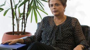 La présidente brésilienne Dilma Roussef, le 13 octobre 2015, au palais présidentiel de Brasilia. (ED FERREIRA / BRAZIL PHOTO PRESS / AFP)