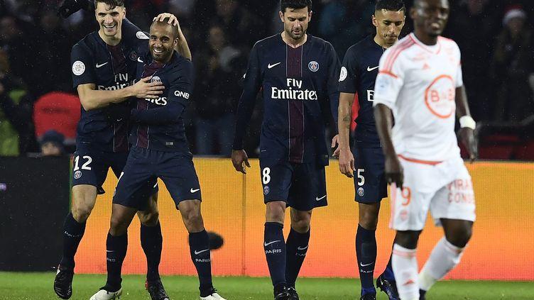 Thomas Meunier et Lucas ont été décisifs face à Lorient (MIGUEL MEDINA / AFP)