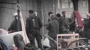 Le gouvernement est dans une impasse politique face au problème récurrent des consommateurs de crack, évacués d'un quartier à l'autre. La situation empoisonne le quotidien de nombreuses familles à Pantin, en Seine-Saint-Denis. (FRANCE 3)