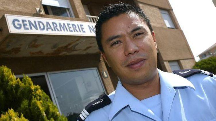 """Le capitaine de gendarmerie François Levan, surnommé """"le Chinois"""", photographié en 2009 devant la compagnie de Fréjus Saint-Raphaël (Var). ( MAXPPP)"""