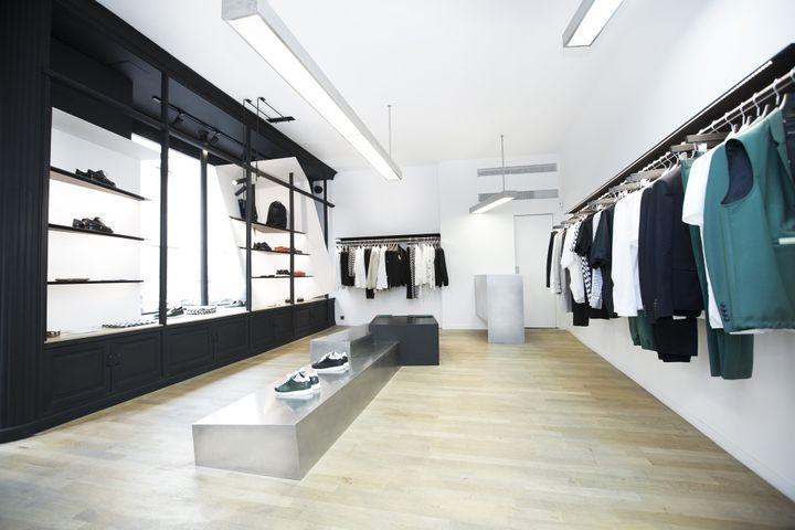 Archimode : boutique Kris Van Assche, rue Saint Roch à Paris, 2013  (Ciguë)