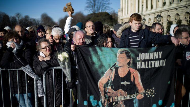 Lors de l'hommage en mémoire de Johnny Hallyday le 9 décembre 2017 à Paris. (MAXPPP)