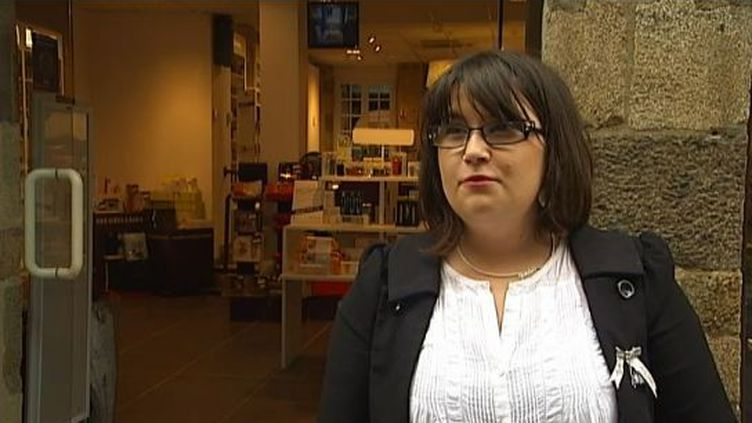 Mélanie Benoist, conseillère beauté, payée au smic, le 25 juin 2012. (FTVI / FRANCE 2)