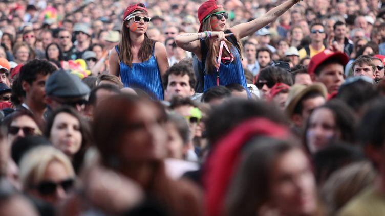 Des spectateurs du festival des Vieilles Charrues, à Carhaix, le 20 juillet 2012. (JB LEQUERE  / MAXPPP)