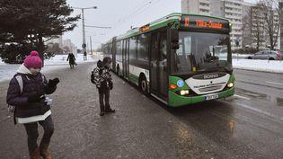 Un bus de Tallinn en 2013, alors que la gratuité vient d'entrer en vigueur (RAIGO PAJULA / AFP)