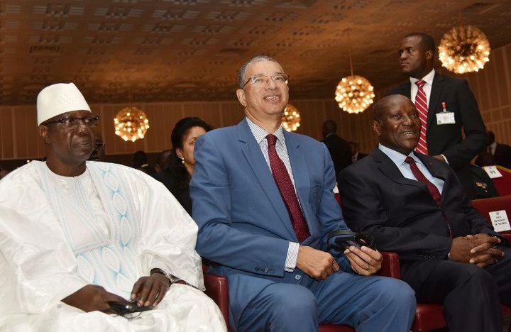 Le Premier ministre du Bénin Lionel Zinsou avec ses homologues du Mali (à gauche) et de Côte d'Ivoire (à droite) à Abidjan, le 30 juin 2015. (Photo AFP/Sia Kambou)