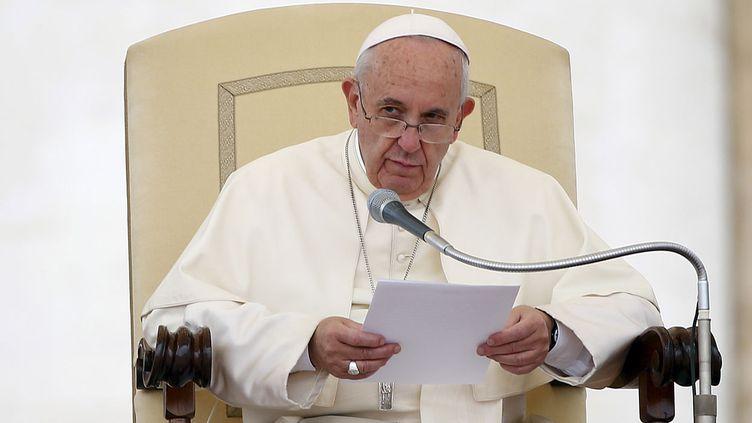 (Tout en réaffirmant l'indissolubilité du mariage, le pape a simplifié la reconnaissance de nullité © REUTERS/Tony Gentile)