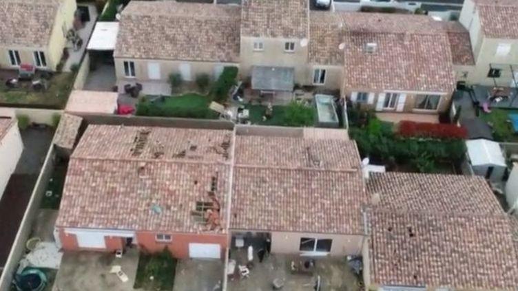 Dans l'Hérault, un fort coup de vent a frappé la commune de Sauvian dans la nuit du vendredi 5 au samedi 6 avril. Une trentaine de maisons ont été endommagées. (FRANCE 3)