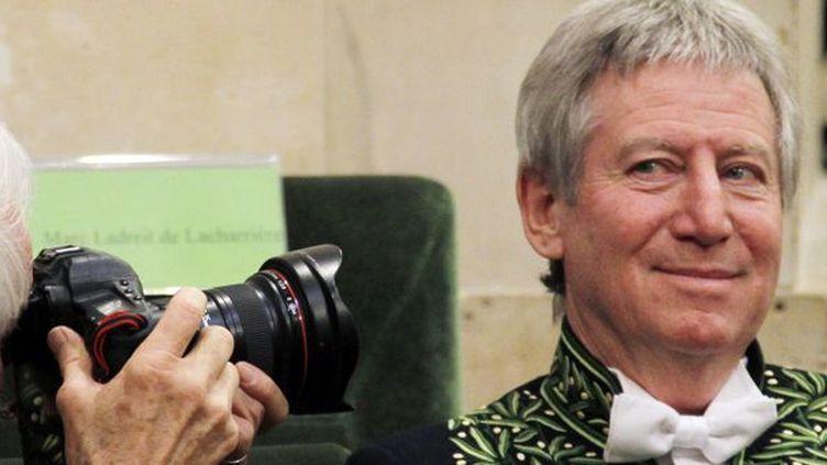 Régis Wargnier photographié par Yann Arthus-Bertrand à la cérémonie de l'Académie des Beaux Arts  (François Guillot / AFP)
