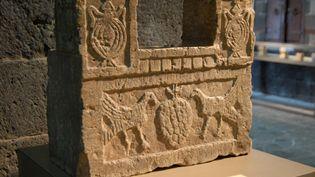 Une oeuvre d'art antique du musée national de Sanaa (Yémen). Photo d'illustration. (KHALED FAZAA / AFP)