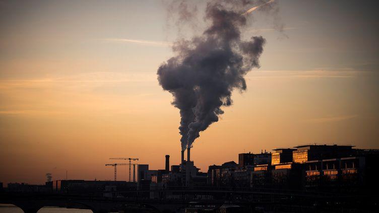 """165personnes ont porté plainte contre lacommunauté d'agglomération de Melun Val de Seine (Seine-et-Marne)pour """"mise en danger d'autrui"""", en raison de la pollution provoquée par un incinérateur. (Photo d'illustration) (LIONEL BONAVENTURE / AFP)"""