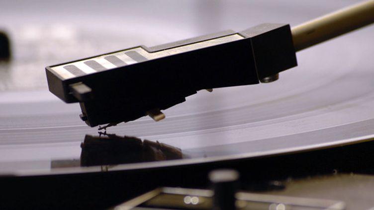Un tourne-disques vinyle  (VILLALON RICHARD/BELPRESS/MAXPPP)