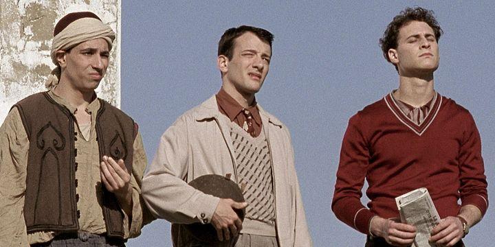 """Noam Morgensztern, à droite, dans """"La loi de mon pays"""" (France 3), aux côtés d'Alexandre Hamidi et Azdine Keloua.  (Les productions Franco Américan)"""