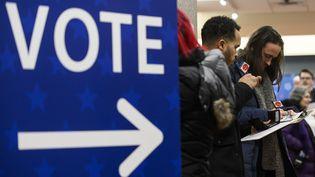 Des électeurs s'inscrivent pour les primaires américaines à Minneapolis, dans le Minnesota (Etats-Unis), le 17 janvier 2020. (STEPHEN MATUREN / GETTY IMAGES NORTH AMERICA / AFP)