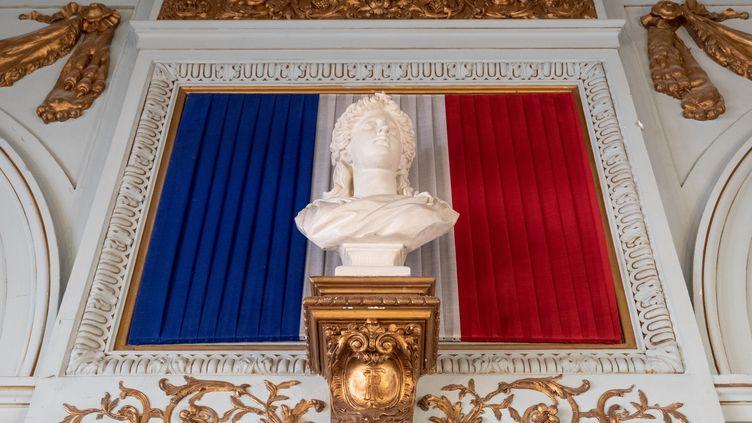 A l'approche du premier tour des élections municipales, franceinfo a recensé les enquêtes d'opinion réalisées partout en France depuis le mois de décembre. (LILIAN CAZABET / HANS LUCAS / AFP)