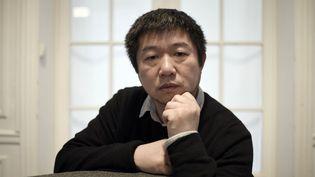 Le réalisateur chinois Wang BIng, le 17 novembre 2017 à Paris. (STEPHANE DE SAKUTIN / AFP)