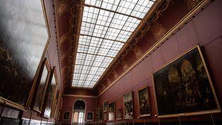 Une salle du musée du Louvre vide, à Paris, le 8 janvier 2021. Musée fermé au public à cause du coronavirus. (MARTIN BUREAU / AFP)