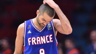 Tony Parker après la défaite de l'équipe de France contre l'Espagne, en demi-finale de l'Eurobasket, le 17 septembre 2015, à Villeneuve-d'Ascq (Nord). (PHILIPPE HUGUEN / AFP)