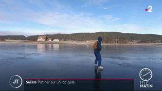 Le lac des Taillères est prisé par les amateurs de patinage. (FRANCE 2)