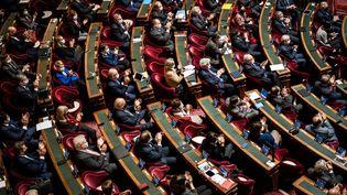 Les sénateurs siègent pour une session de questions au gouvernement, à Paris, le 9 décembre 2020. (XOS BOUZAS / HANS LUCAS / AFP)