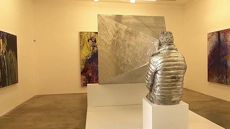 Le dernier défi d'Abraham Poincheval est de s'enfermer dans un double de lui-même, en aluminium moulé. (CAPTURE ECRAN FRANCE 2)