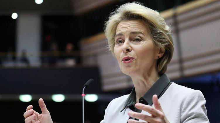 """La présidente de la Commission européenne,Ursula von der Leyen, qui présente son """"pacte vert"""" au Parlement européen à Bruxelles, le 11 décembre 2019. (ARIS OIKONOMOU / AFP)"""